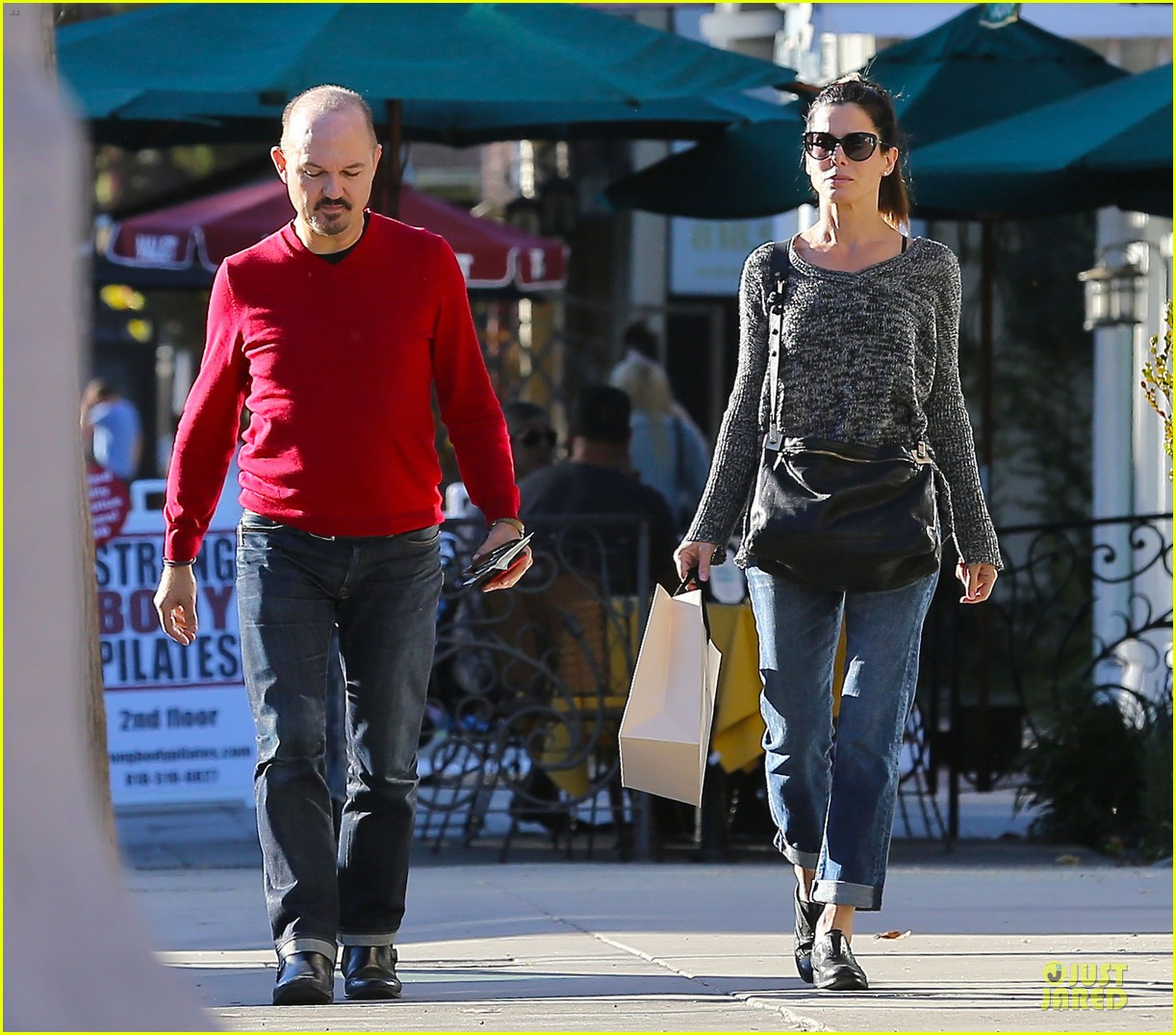sandra bullock shopping with mystery man after golden globes 24