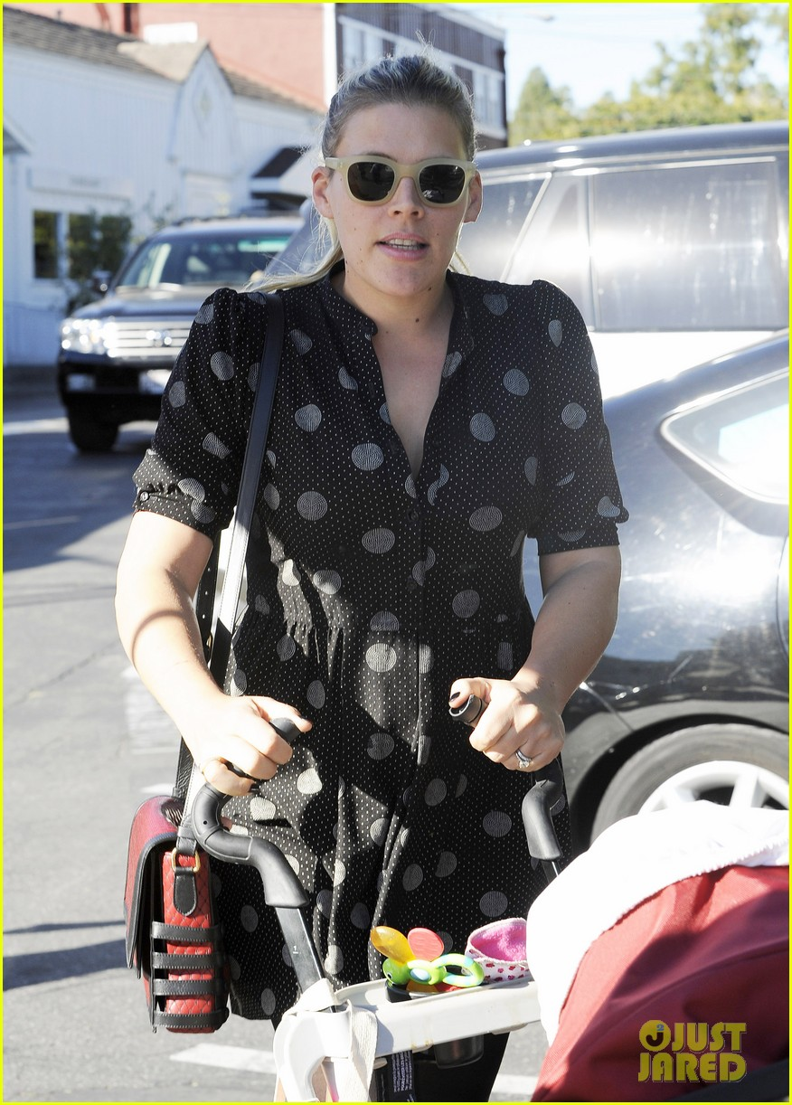 busy philipps hangs with cougar town co star christa miller 233032566