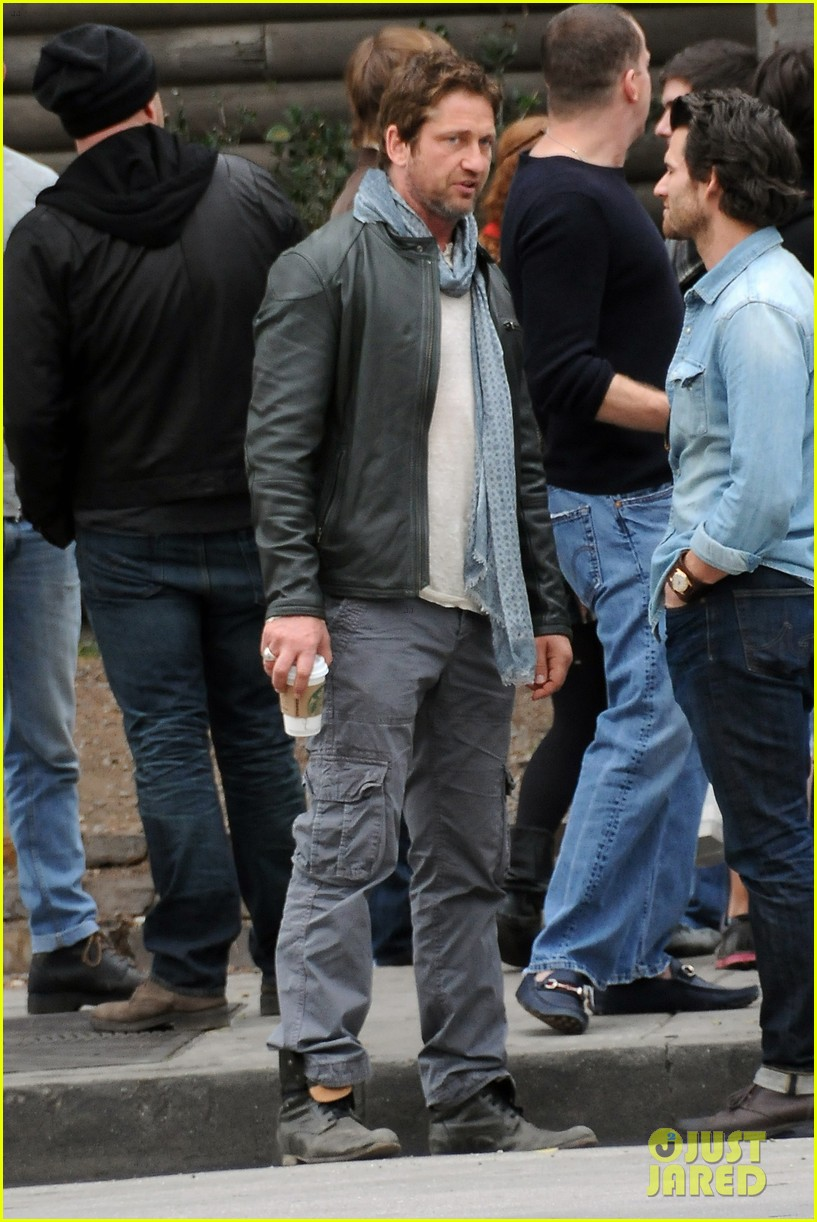 gerard butler steps out as gods of egypt casts more actors 36