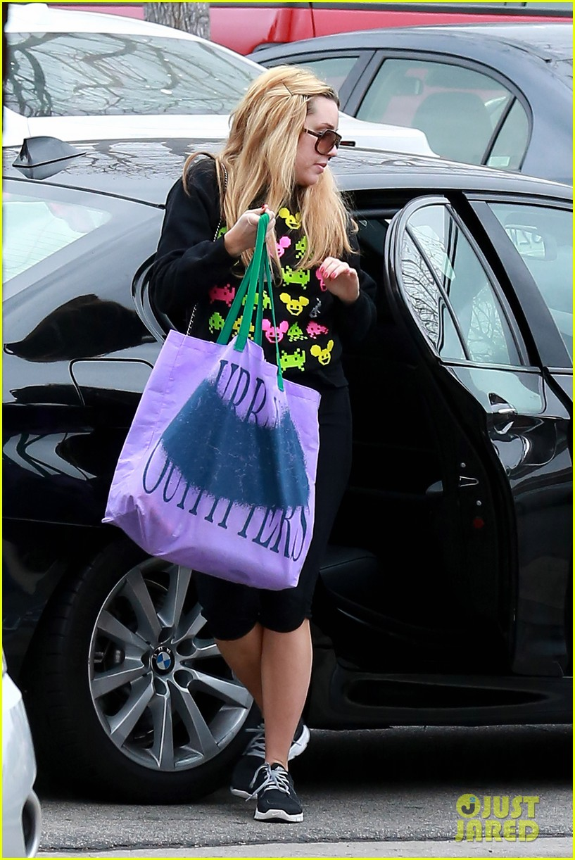 amanda bynes keeps up fitness regimin as school is in full swing 113045026