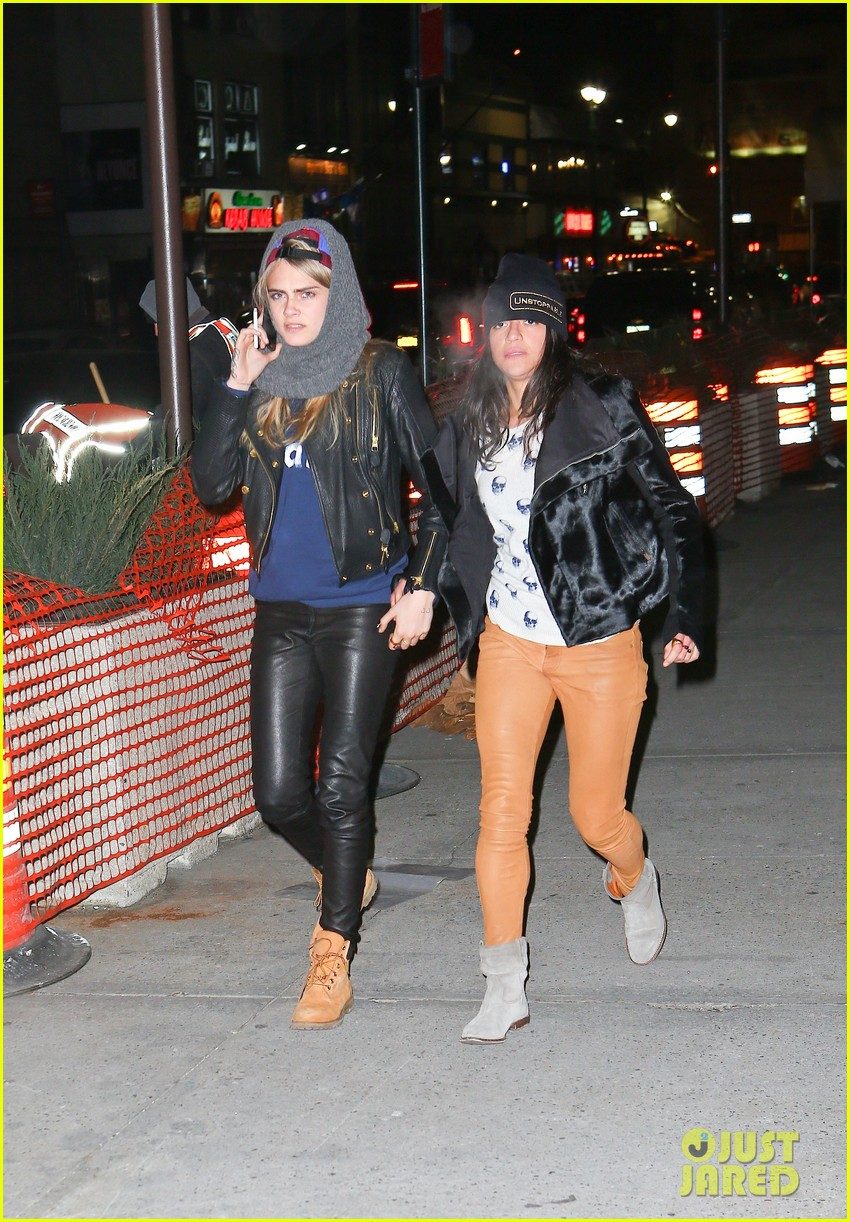 cara delevingne michelle rodriguez go in for kiss at knicks game 073025263