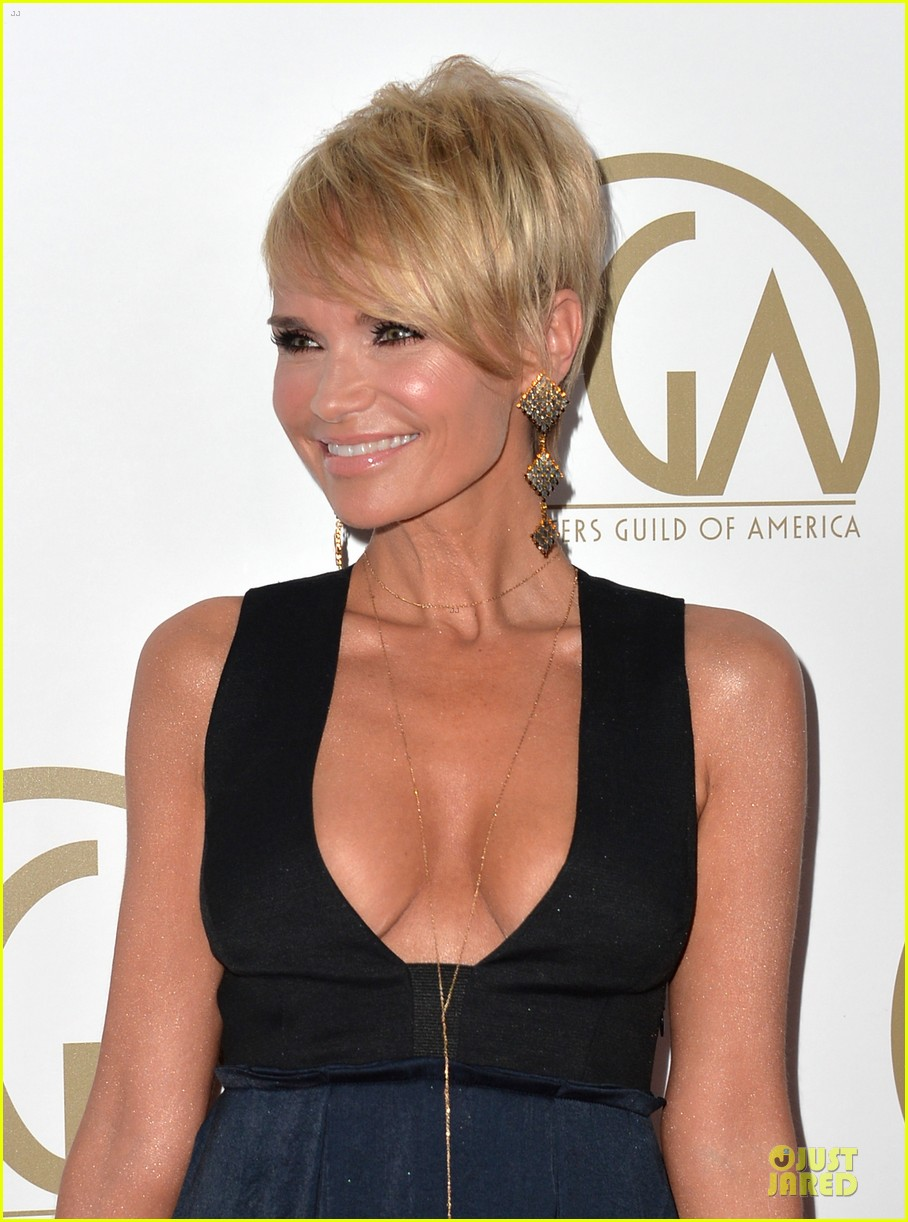 kristin chenoweth producers guild awards 2014 red carpet 02
