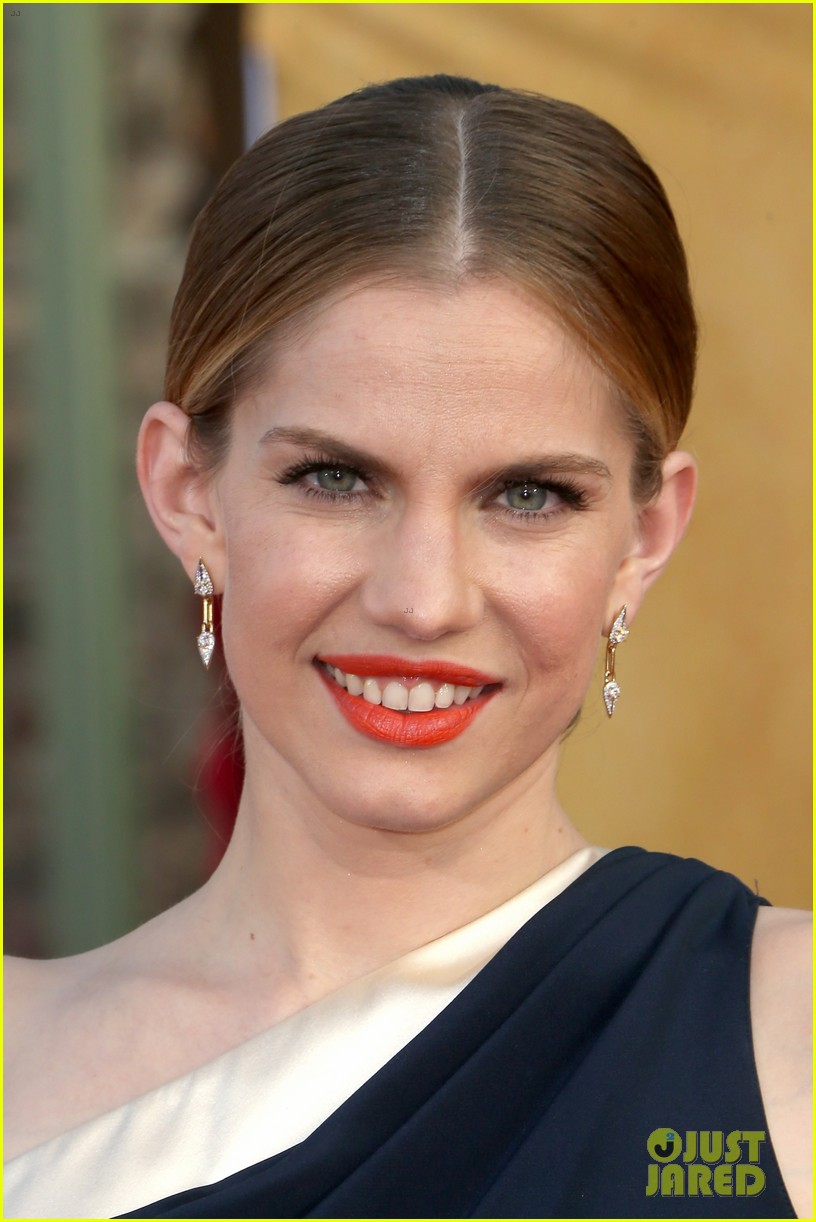 anna chlumsky sag awards 2014 red carpet 06