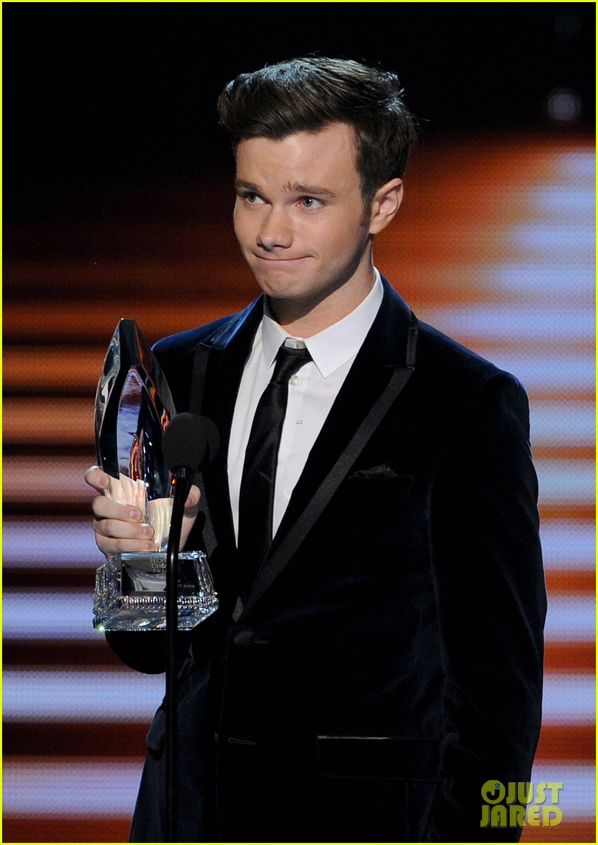 chris colfer wins favorite comedic tv actor at pcas 2014 10