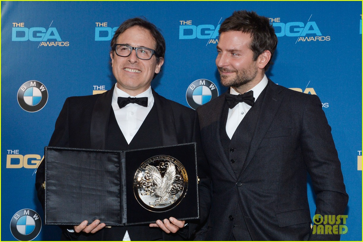 bradley cooper honors david o russell at dga awards 2014 123040371