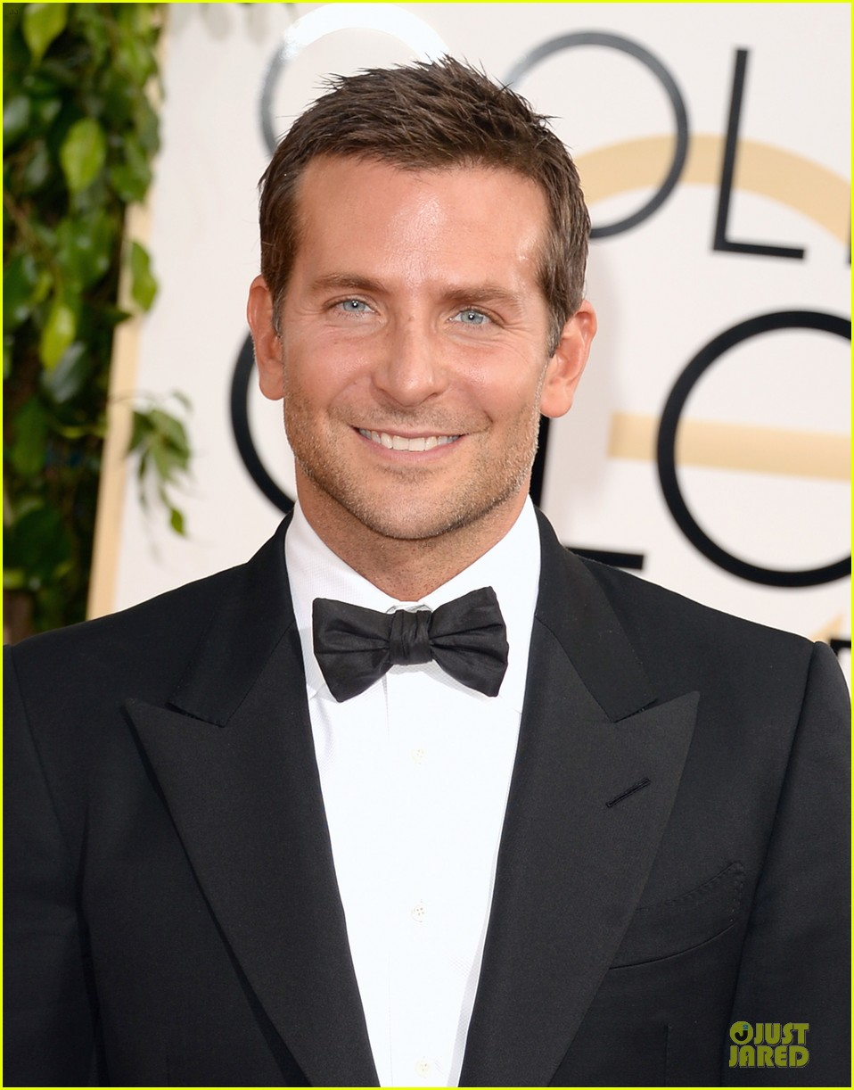 bradley cooper golden globes 2014 red carpet 023029262