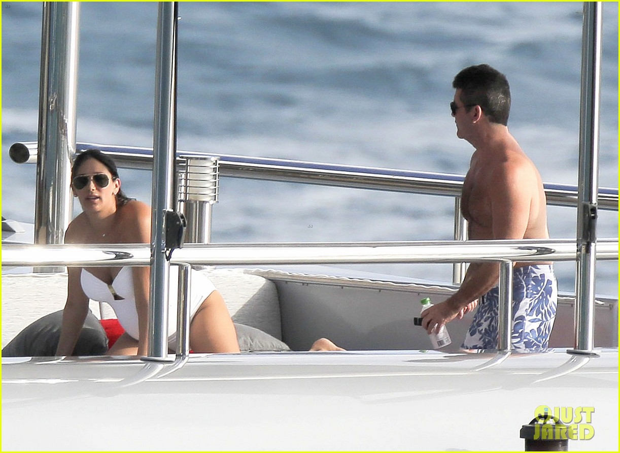 simon cowell very pregnant girlfriend relax on a yacht 083023654