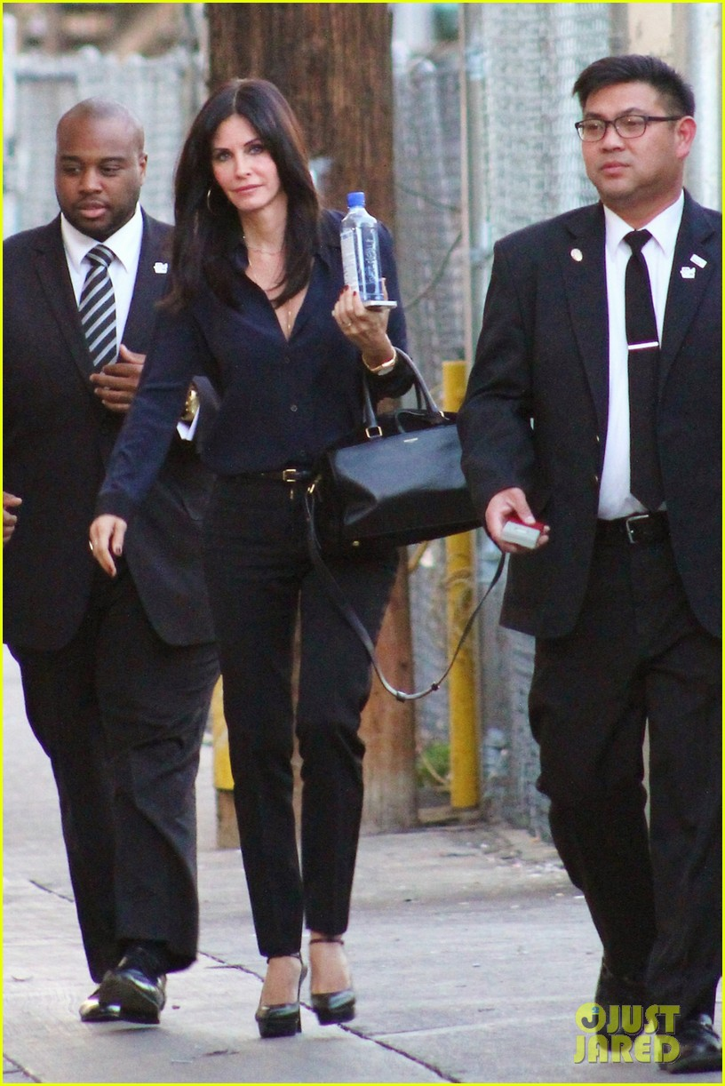 courteney cox cougar town returns tonight 01