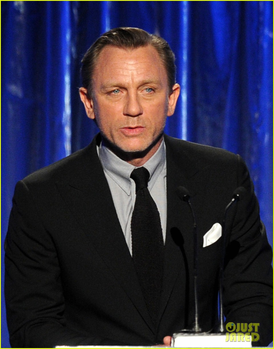 daniel craig robert downey jr producers guild awards 2014 053036224