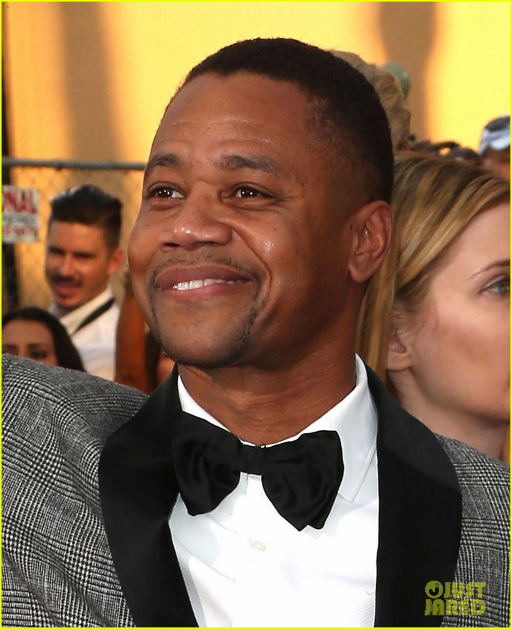cuba gooding jr rushes the stage at sag awards 2014 02