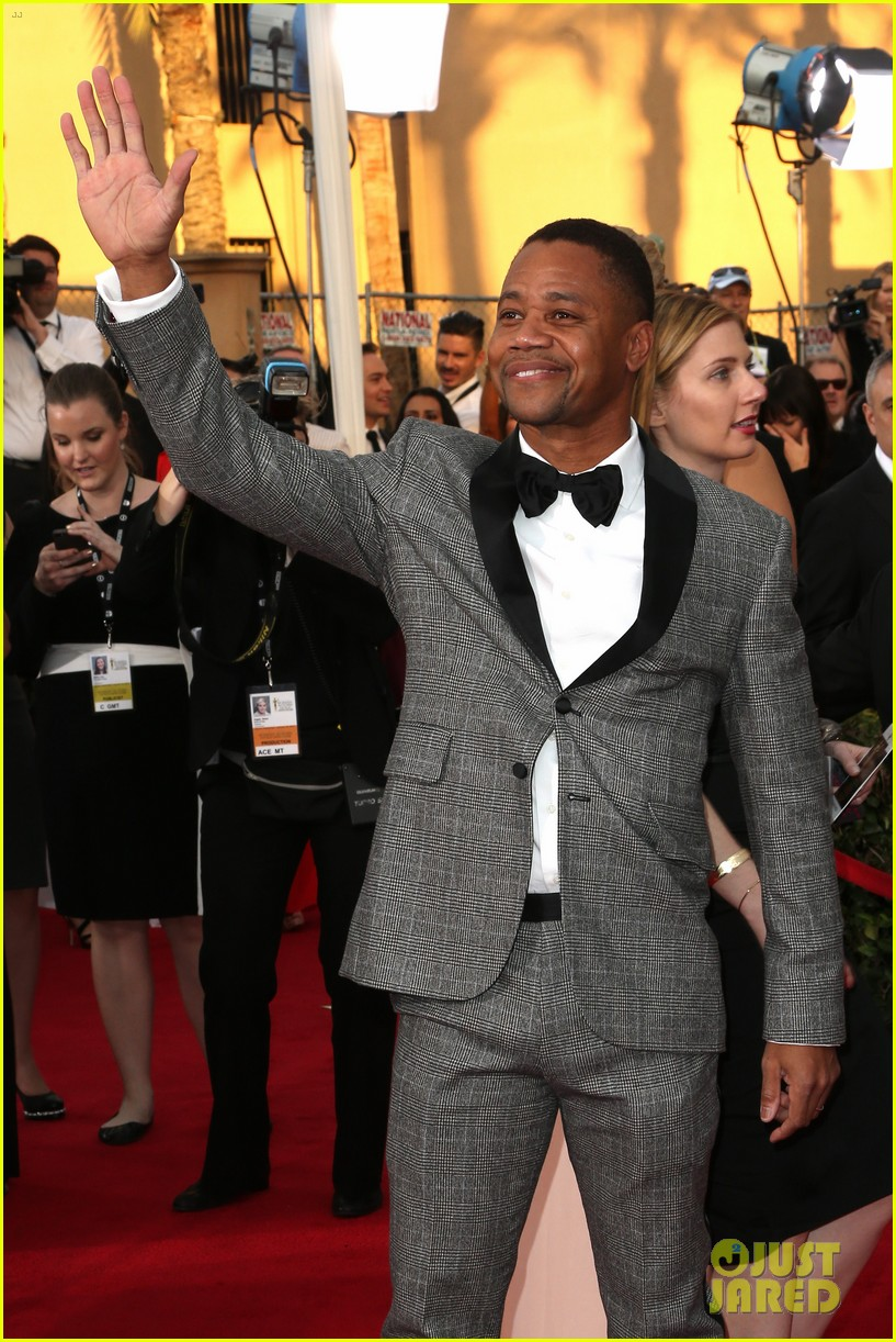 cuba gooding jr rushes the stage at sag awards 2014 05