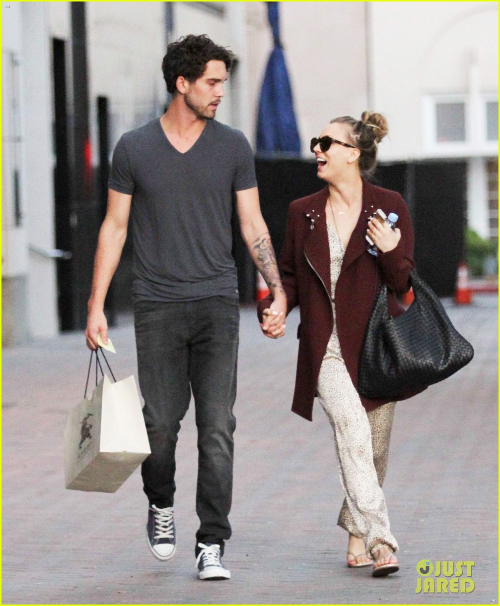 kaley cuoco steps out with ryan sweeting after the pcas 05