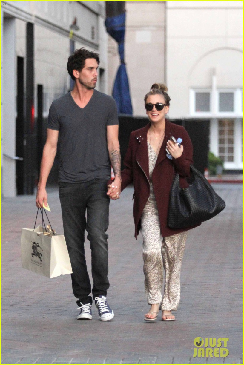 kaley cuoco steps out with ryan sweeting after the pcas 07