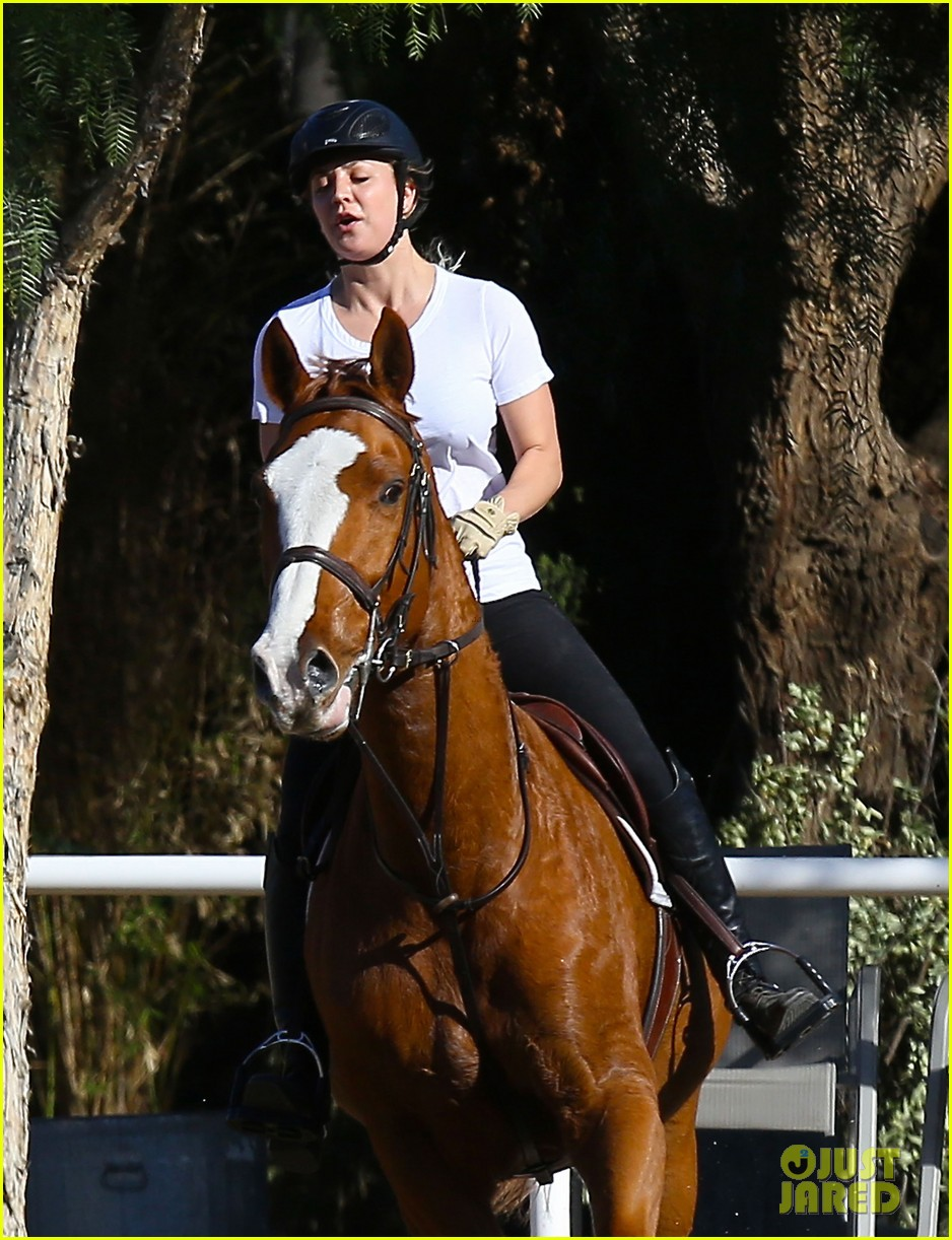 kaley cuoco goes horseback riding after her wedding 123021755