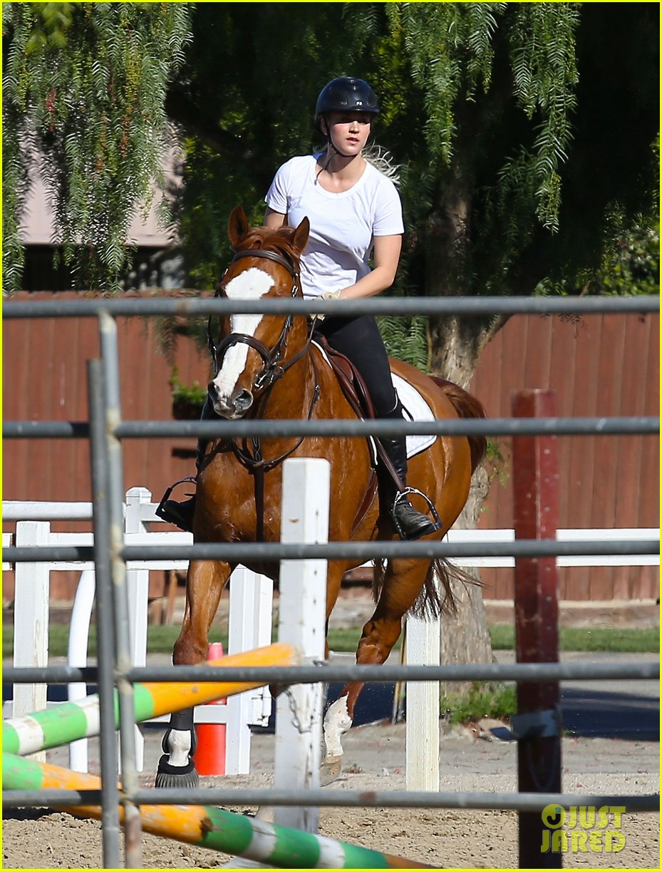kaley cuoco goes horseback riding after her wedding 143021757