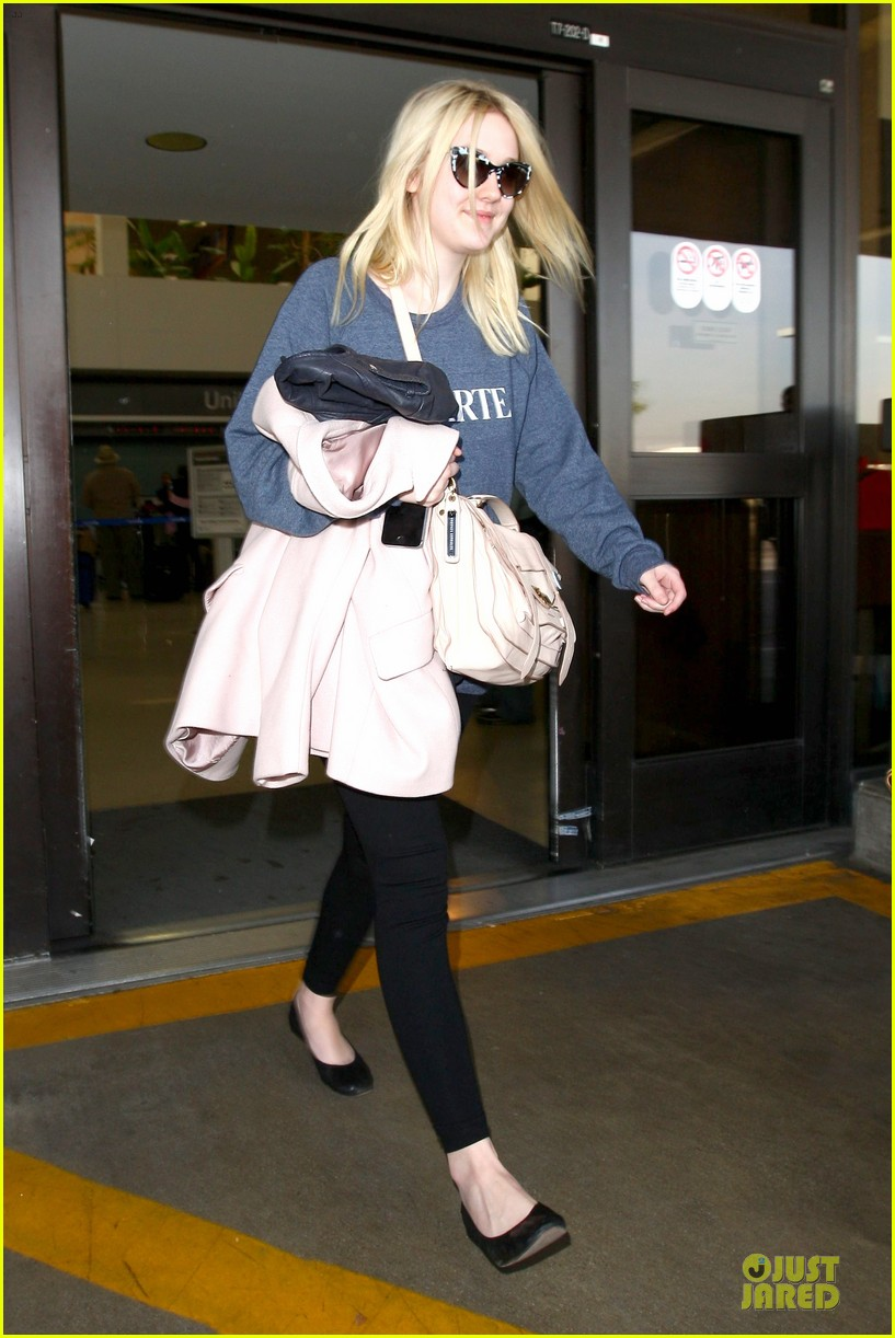 dakota fanning ends january with casual lax airport landing 01