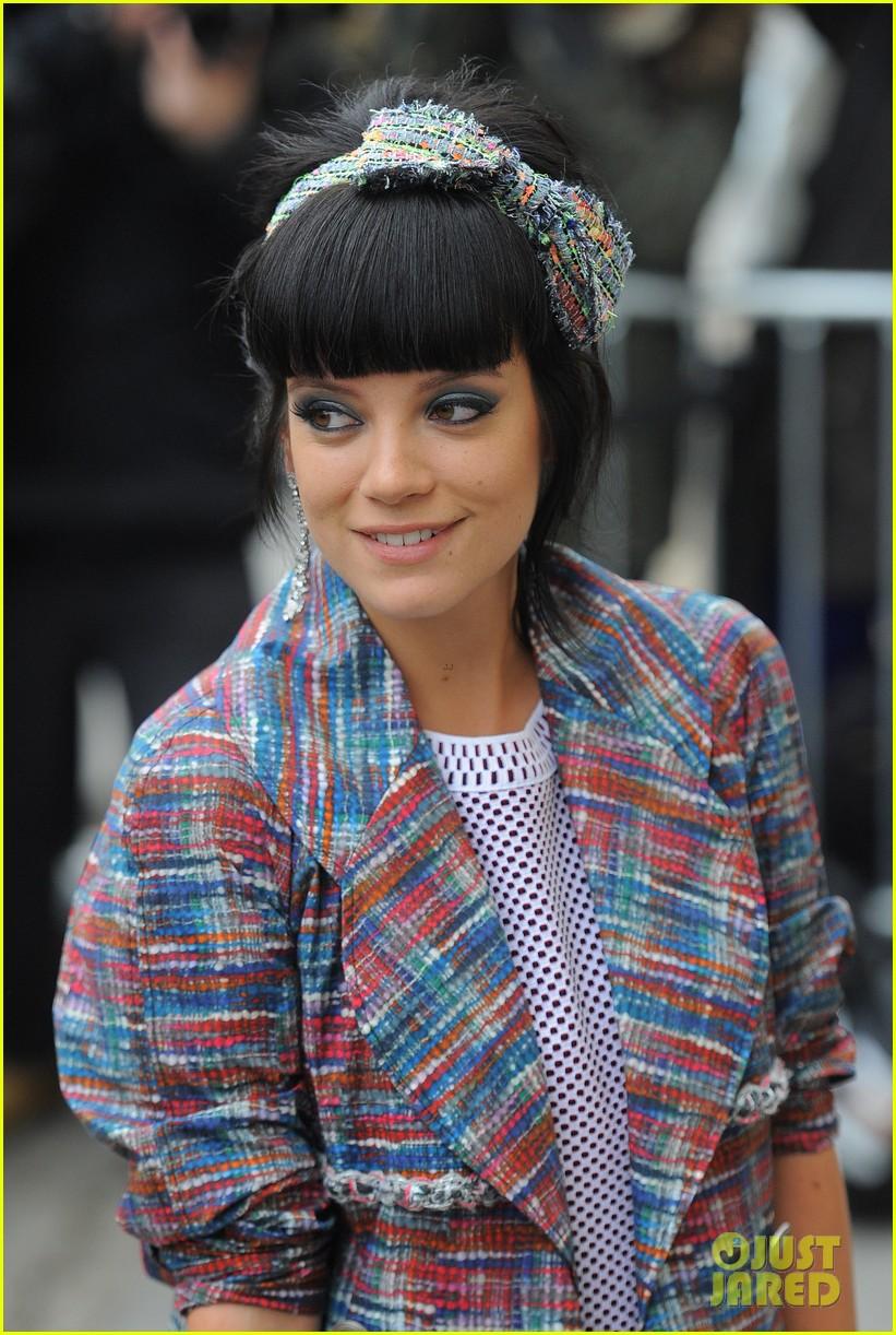 cara delevingne tilda swinton chanel paris fashion show 293036979