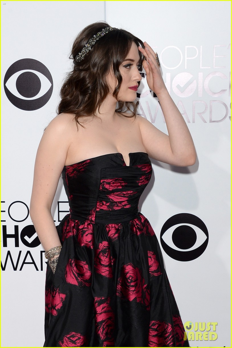 kat dennings beth behrs peoples choice awards 2014 red carpet 083025483