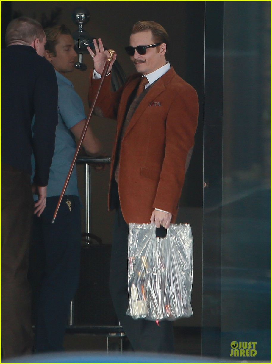 johnny depp mortdecai set with bikini clad babes 113024203