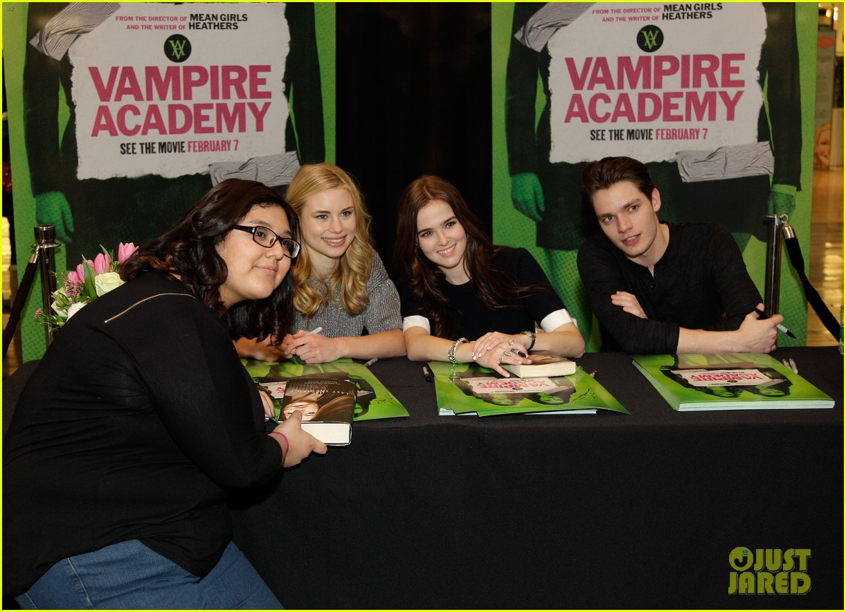 zoey deutch lucy fry vampire academy houston signing 03