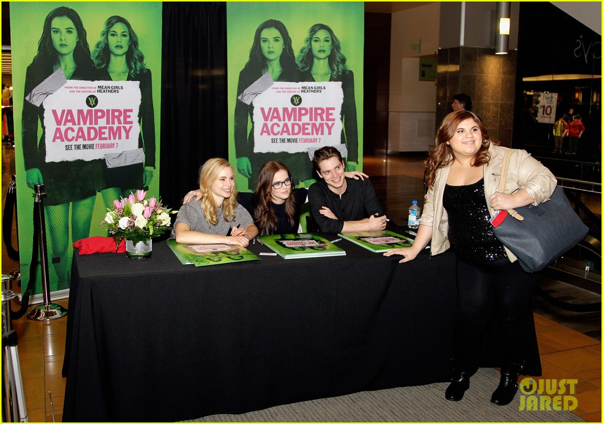 zoey deutch lucy fry vampire academy houston signing 07