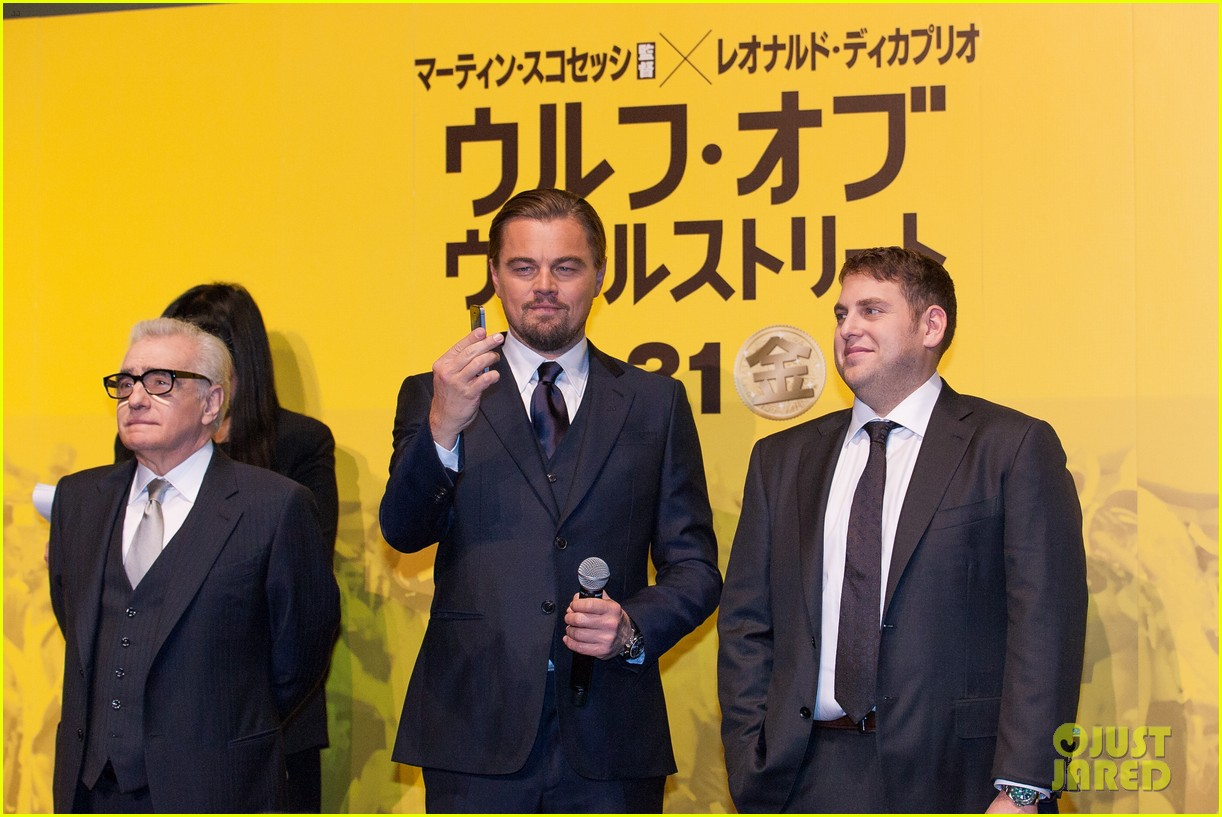 leonardo dicaprio captures wolf of wall street tokyo premiere on his iphone 103043324