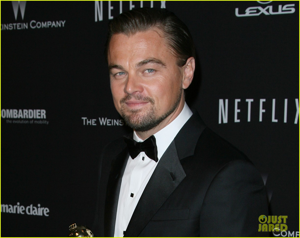 leonardo dicaprio shows off golden globe at weinstein party 10