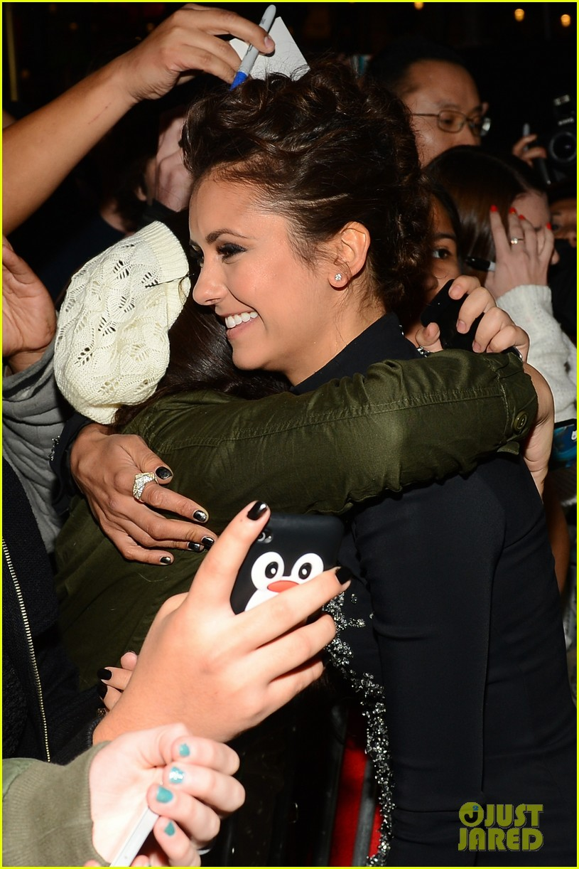 nina dobrev peoples choice awards 2014 red carpet 073025538