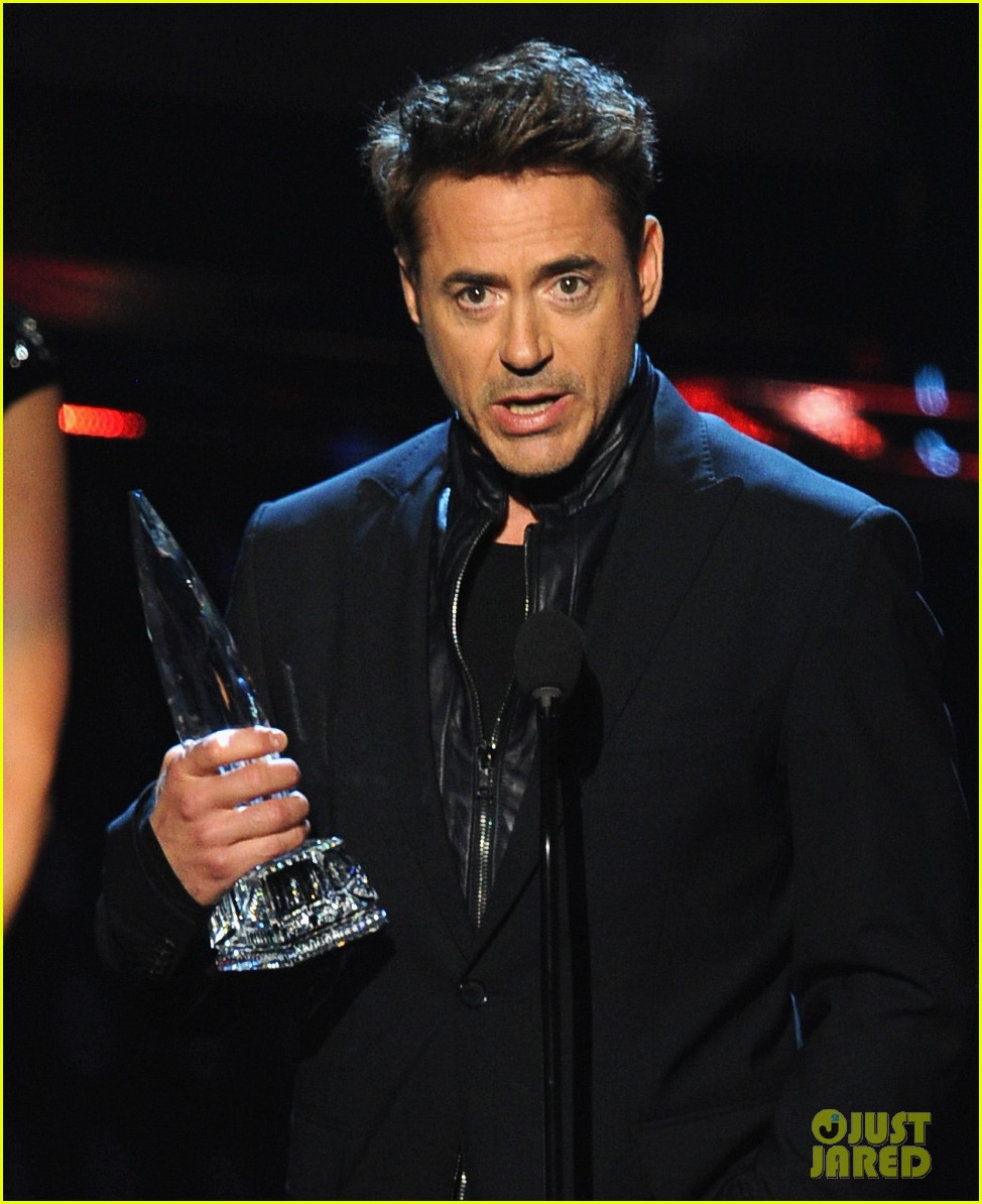robert downey jr wins favorite action movie star at pcas 02