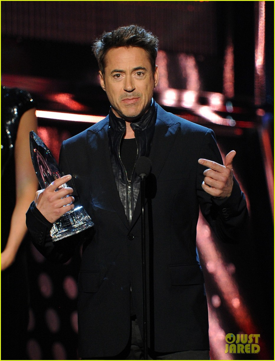 robert downey jr wins favorite action movie star at pcas 04