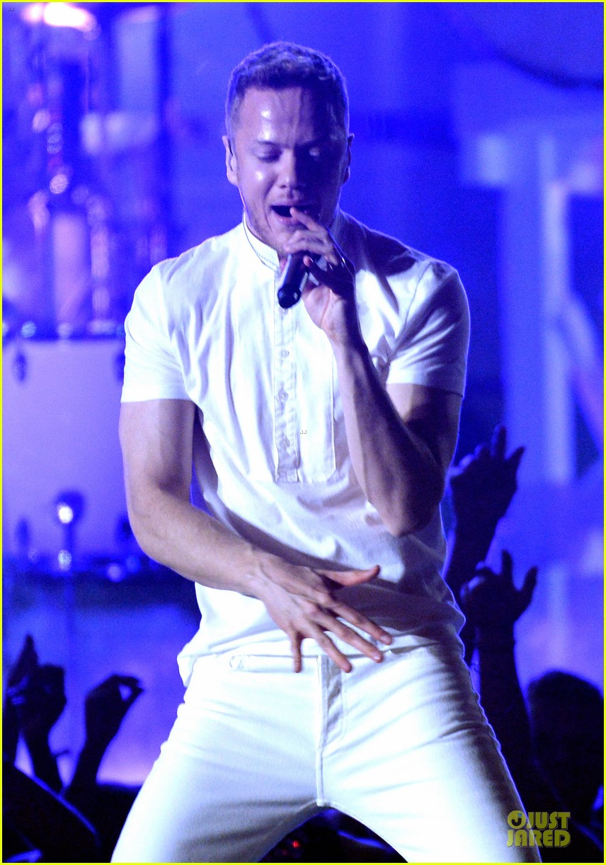 imagine dragons performs radioactive with kendrick lamar at grammys 2014 video 193041432