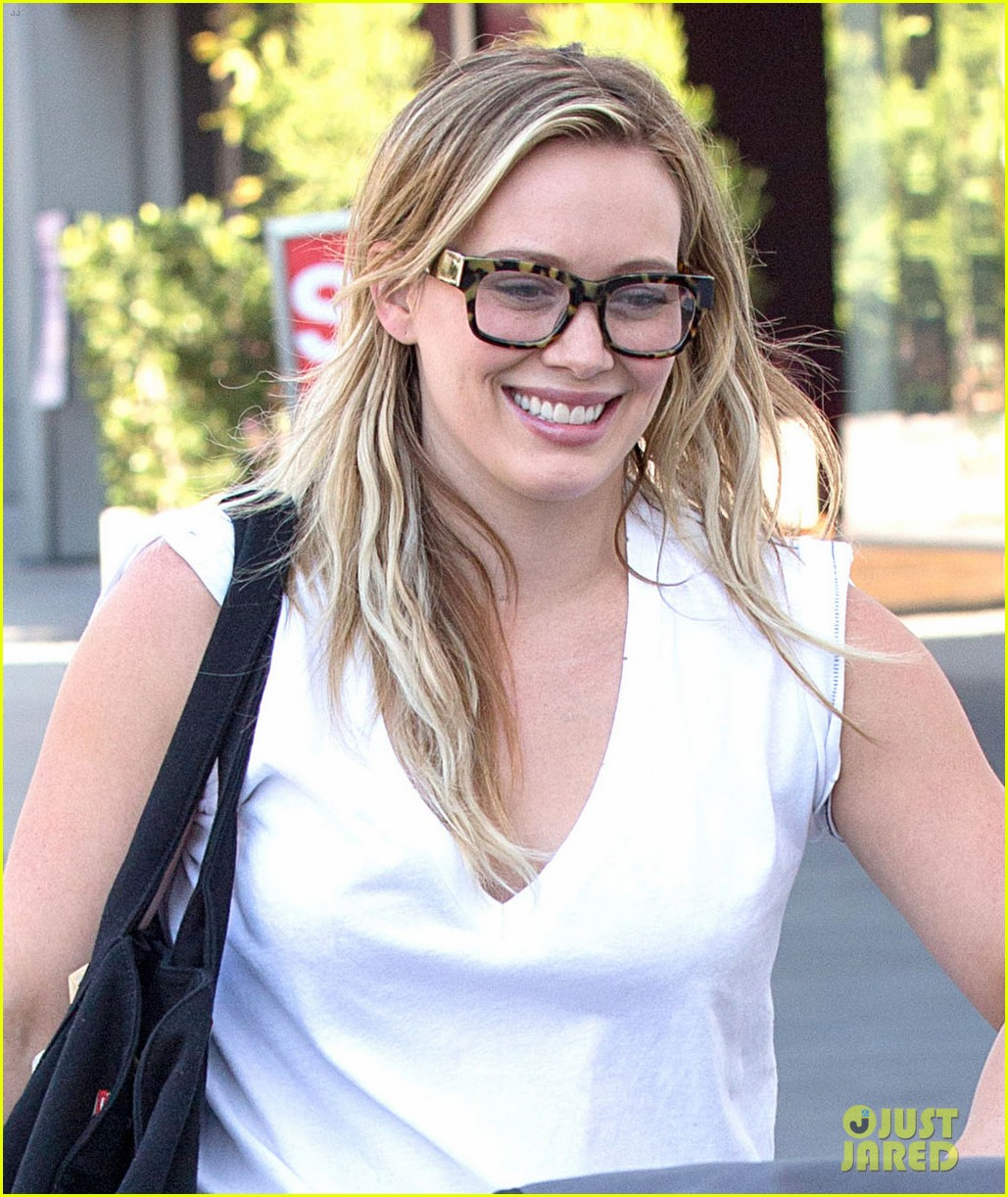hilary duff gets lunch with luca after fancy new years eve 07