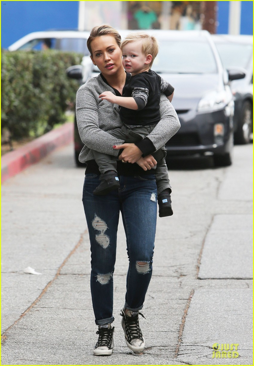 hilary duff weekend flea market stop with luca 21