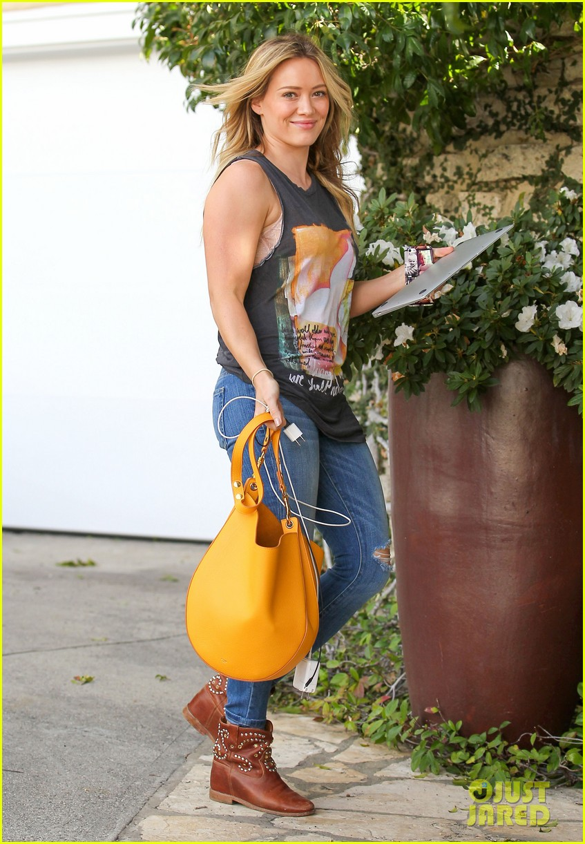 hilary duff films real girls kitchen with bib sis haylie 193037207