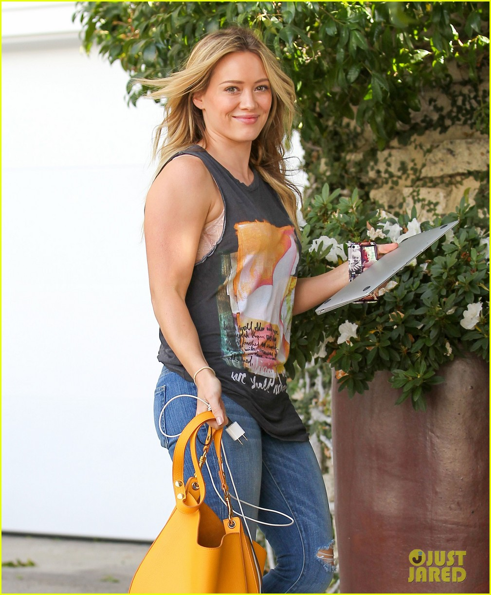 hilary duff films real girls kitchen with bib sis haylie 20