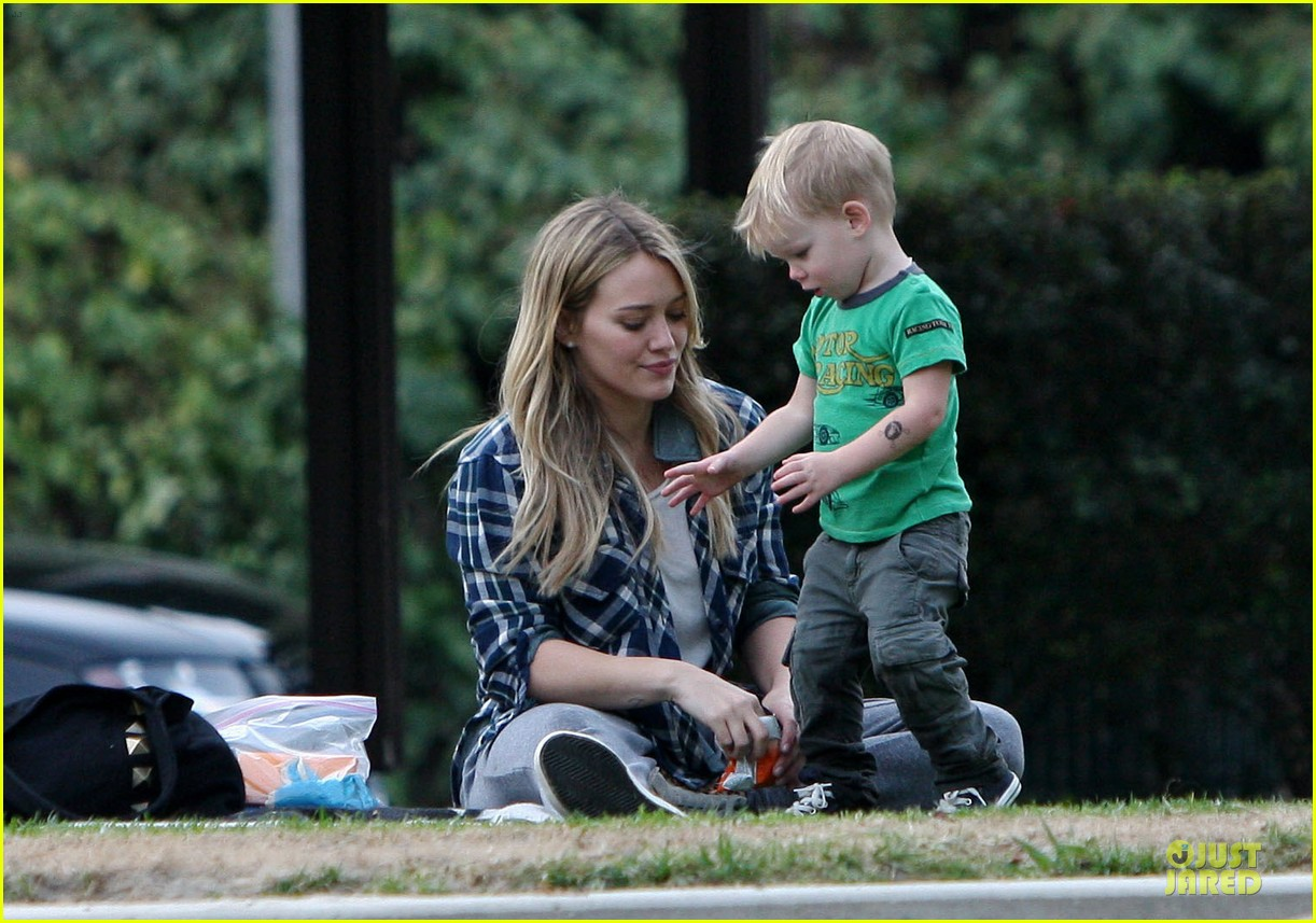 hilary duff park date with luca after hair appointment 023022405