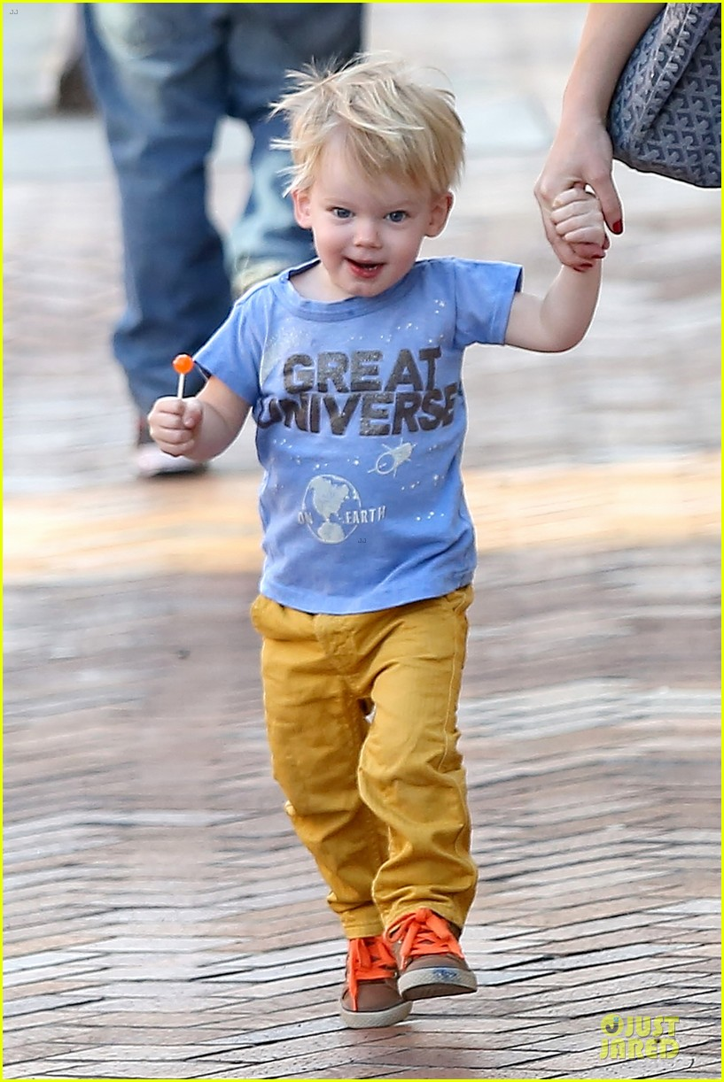 hilary duff its a great universe with luca 02