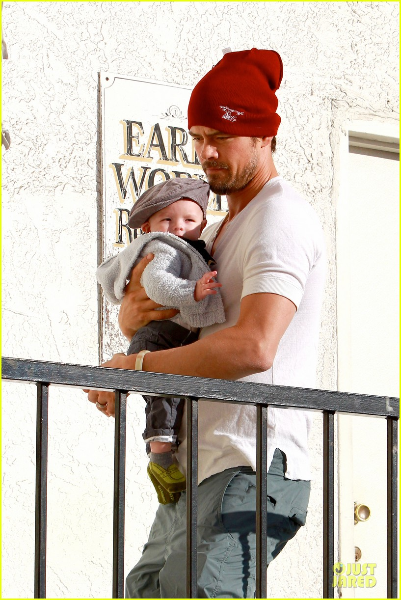 fergie josh duhamel celebrate fifth wedding anniversary 04
