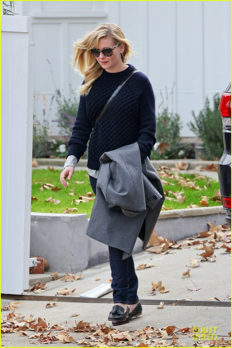 kirsten dunst lax departure before the golden globes 03