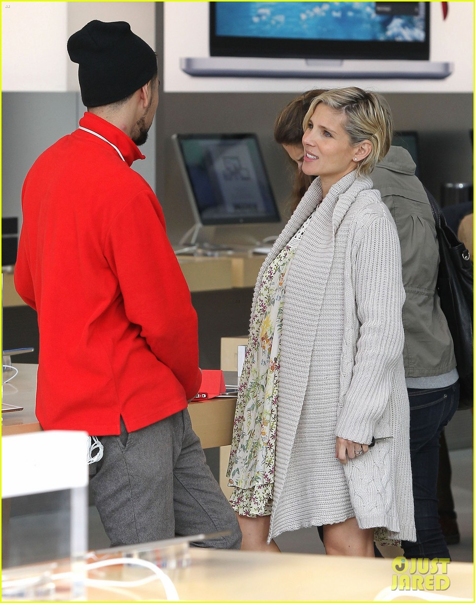 elsa pataky baby bumpin at the apple store 143023007