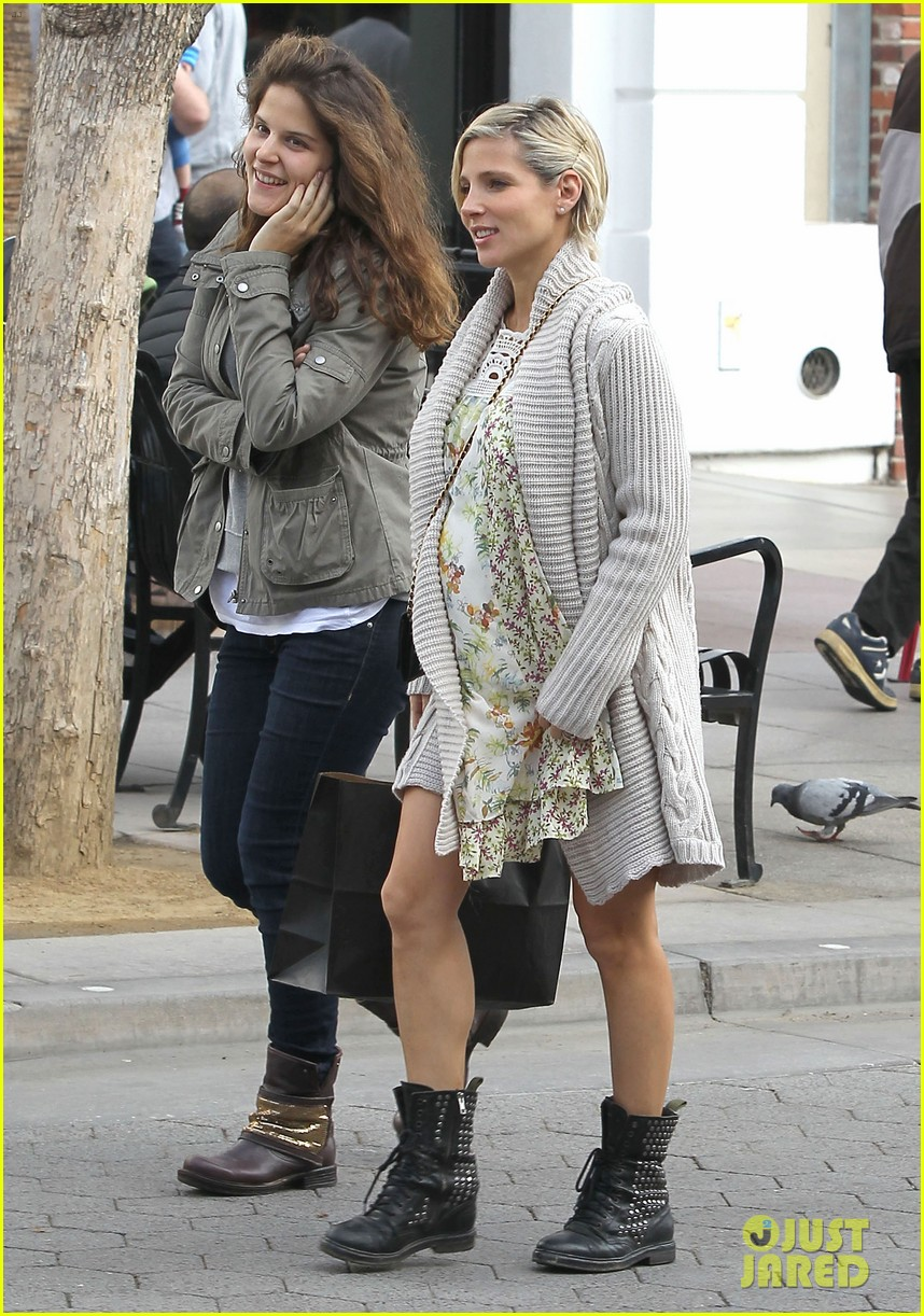 elsa pataky baby bumpin at the apple store 19