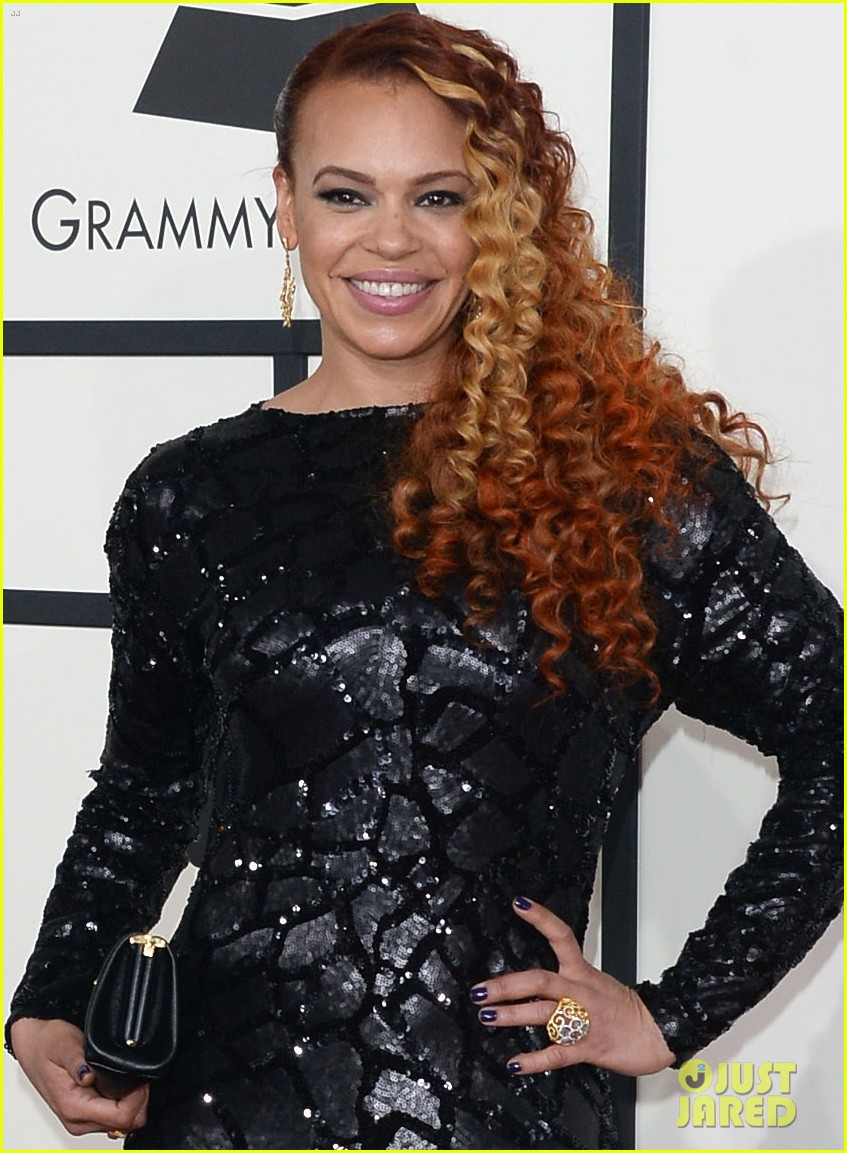 faith evans grammys 2014 red carpet 013040951