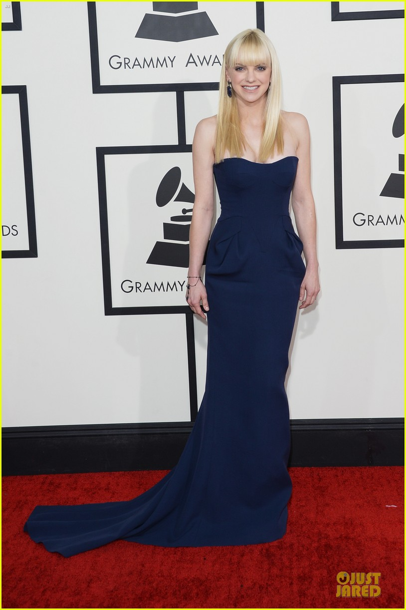 anna faris grammys 2014 red carpet 01