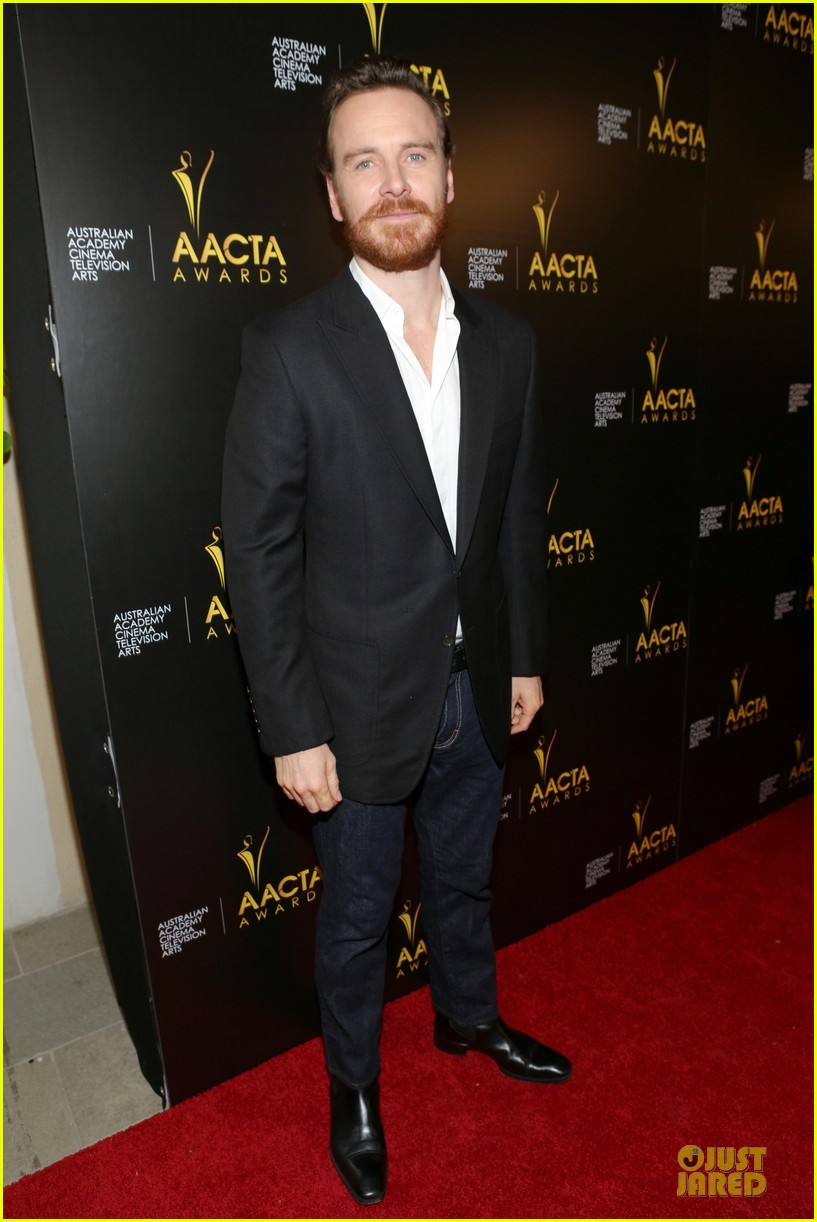 michael fassbender chiwetel ejiofor winners at aacta awards 2014 01