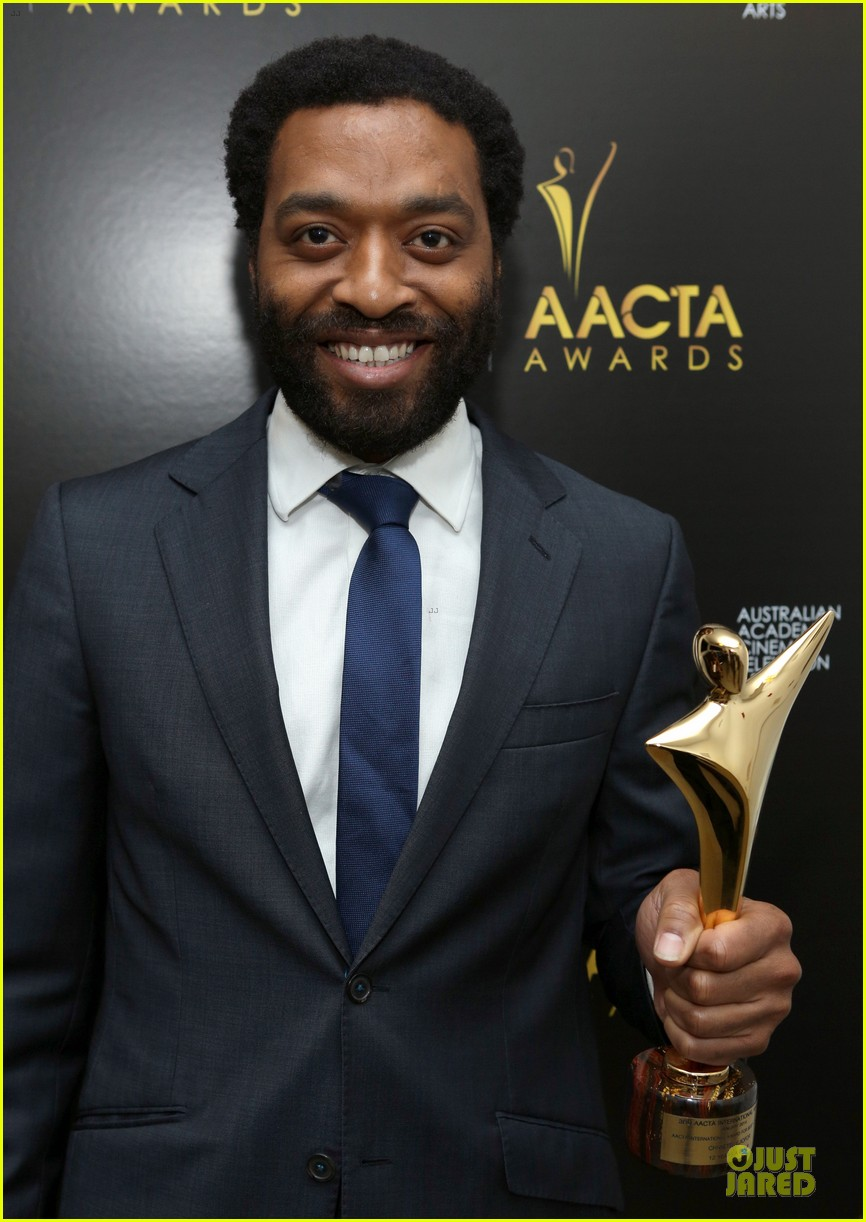 michael fassbender chiwetel ejiofor winners at aacta awards 2014 043027668