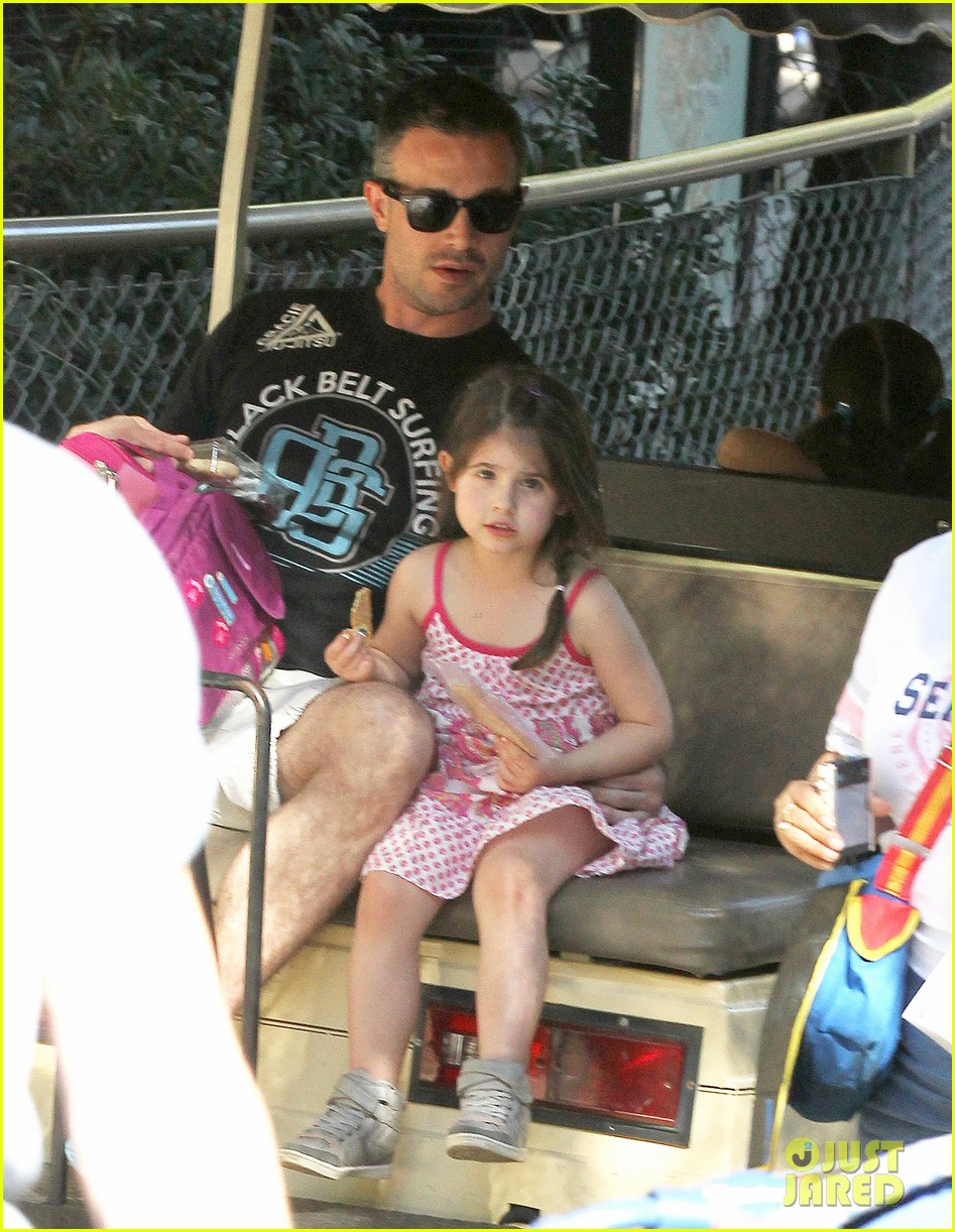 freddie prinze jr charlotte have father daughter zoo date 01