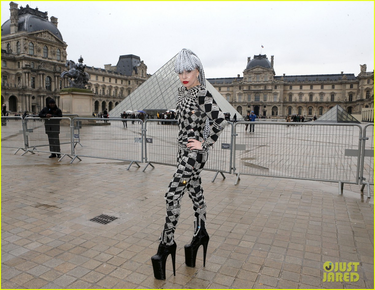 lady gaga visits museums during paris trip 13