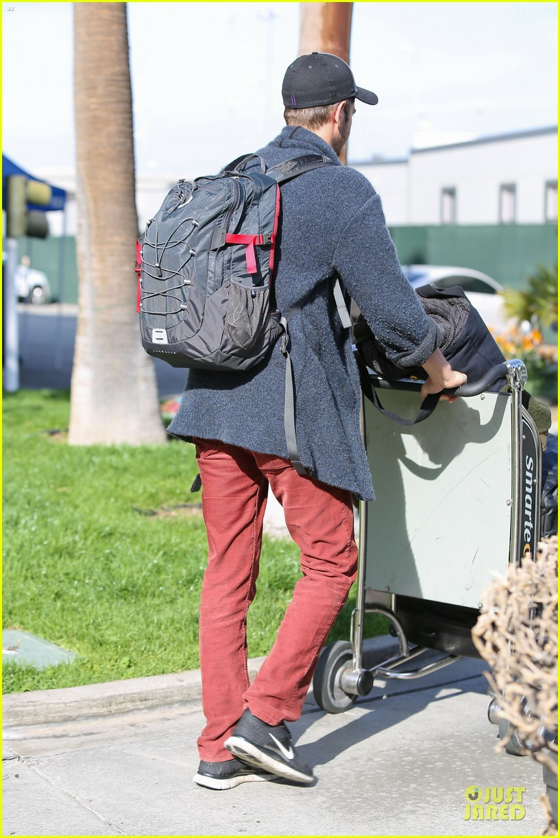 andrew garfield poses with spiderman fan at lax airport 273042331