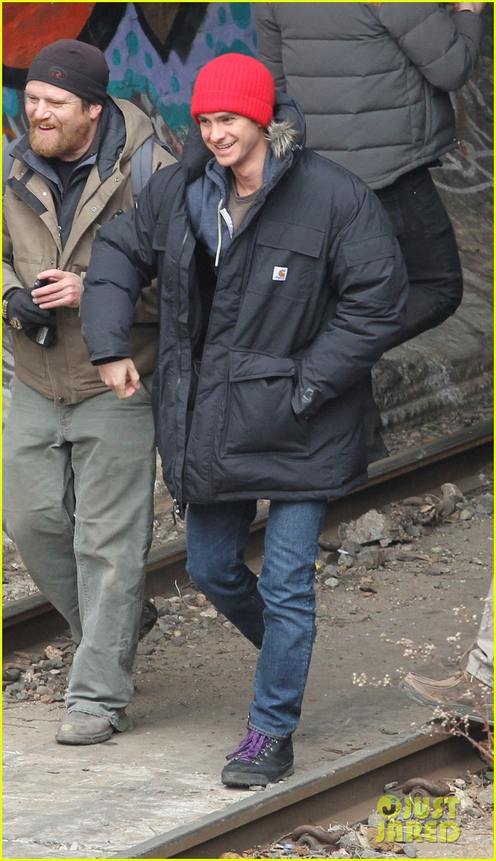 andrew garfield shoots reshoots for amazing spider man 2 023037033