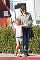 jennifer garner treats violet to an ice cream cone 04